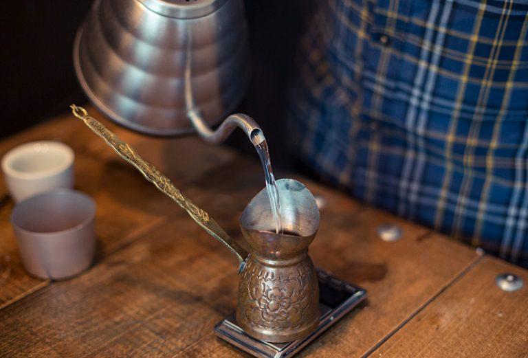Für Kaffee im Ibrik nutze ich vorgewärmtes Wasser
