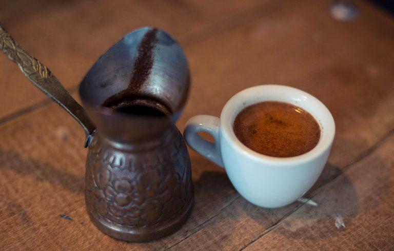 Eine tasse Ibrik / Cezve Kaffee