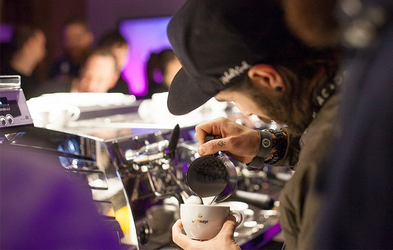barista-jam-latte-art