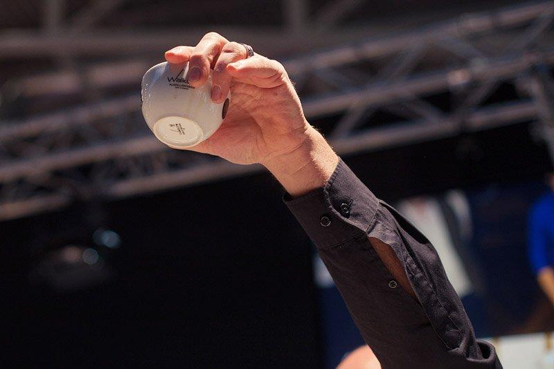 barista-meisterschaft-cuptasting-hand